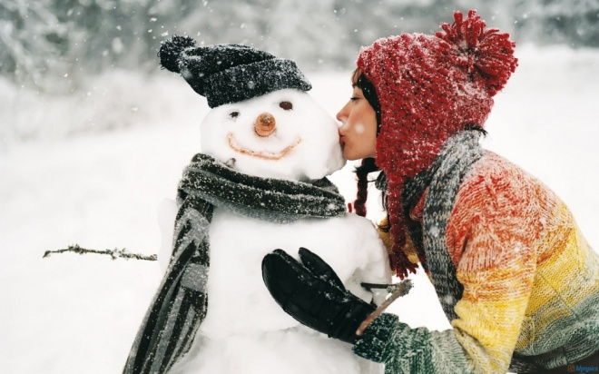 11068610-R3L8T8D-1000-girl-kissing-snowman-hd-wallpapers-definition-quality
